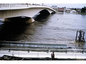 48 - Victoria Bridge during the 1974 Flood
