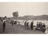 123 - Spectators gather at New Farm Park around 1900 to watch the Henley-on-Brisbane regatta