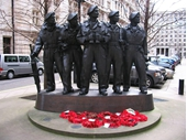 L128 - War Memorial statue - Band of Brothers
