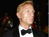 MT18 -James Bond
