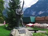 56 - Grindelwald wintersports statue