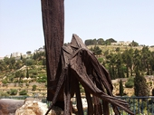 64 - Wierd Statue in Jerusalem - Looks like one of the Shadows from Babylon 5